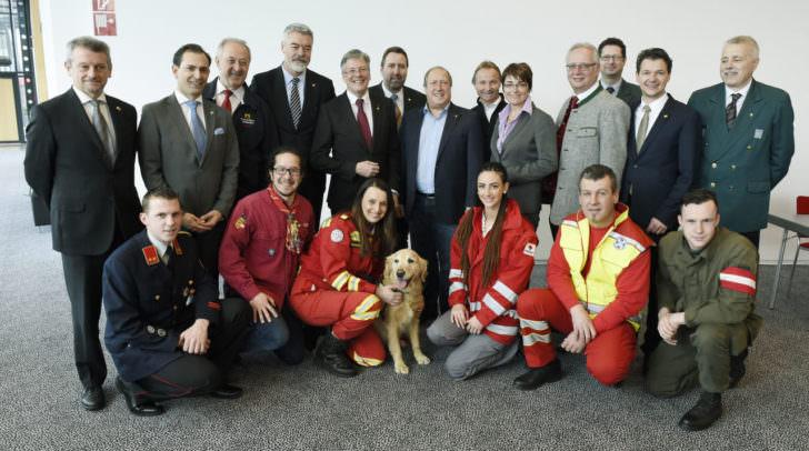 Tag der Einsatzkräfte Kärntens 2016 mit LH Peter Kaiser, LHStv.in Beate Prettner, LR Rolf Holub, LR Christian Ragger und LT-Präs. Reinhart Rohr