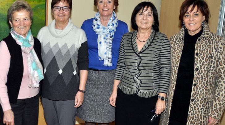 Ingrid Spankraft (Obfrau Stv.), Christa Balloch (Kassierin), Erika Winkler (Schriftführerin), Nicole Cernic (Obfrau) und Vizebürgermeisterin  Petra Oberrauner