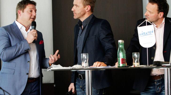Bürgermeister Günther Albel, Moderator Joschi Kopp und Paco Wrolich (Kärnten Werbung Projektmanagement Rad) anlässlich der '5-Sterne-Auszeichnung-Zertifikatsverleihung' für den Drauradweg