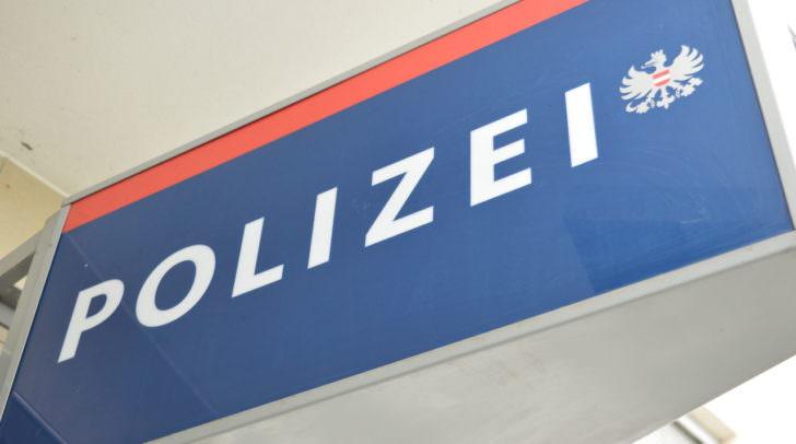 Während der Befragung wurde der Villacher immer aggressiver und drohte den Polizeibeamten ebenfalls mit dem Umbringen.