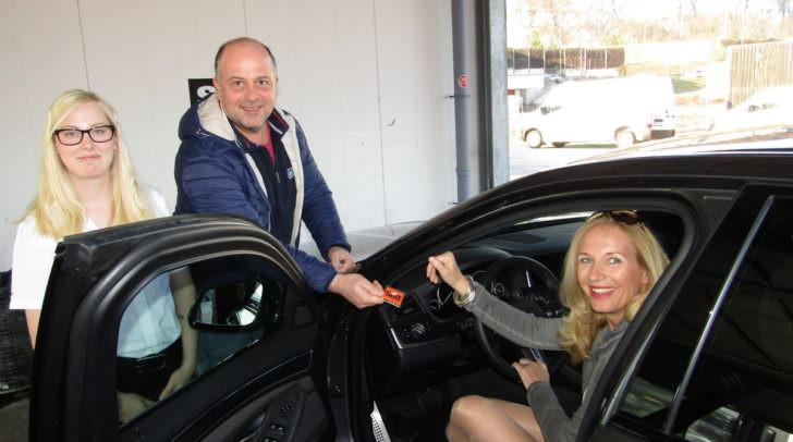 """SIXT Kunden haben gut Lachen, denn Manfred Kepold vertritt seit über 20 Jahren die Marke in Kärnten – er zählt so zu sagen zu den """"Mobilitäts-Pionieren"""" im Mietwagenbusiness."""