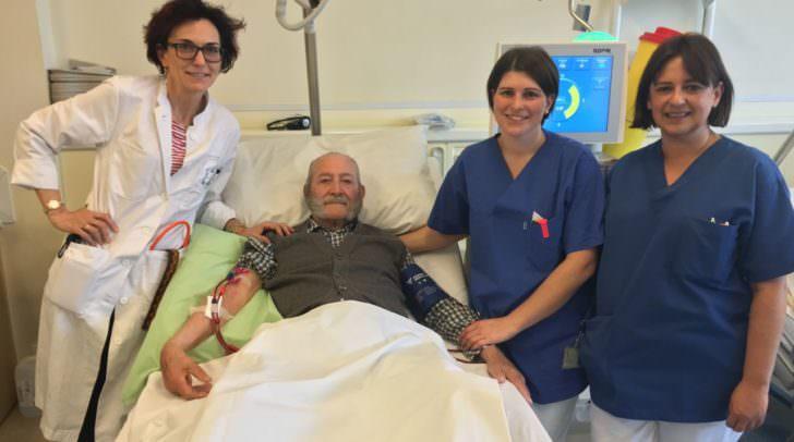 Prim. Univ.-Prof. Dr. Horn, Patient Prof. Johann Viertler, DGKS Birgit Kogler, DGKS Alexandra Petschacher-Fritz (v.l.)