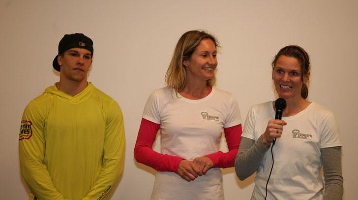 Freuten sich über eine tolle Eröffnungsfeier: Grete Passegger (Bildmitte) und Ulla Zankl mit CrossFit-Coach David Rassl