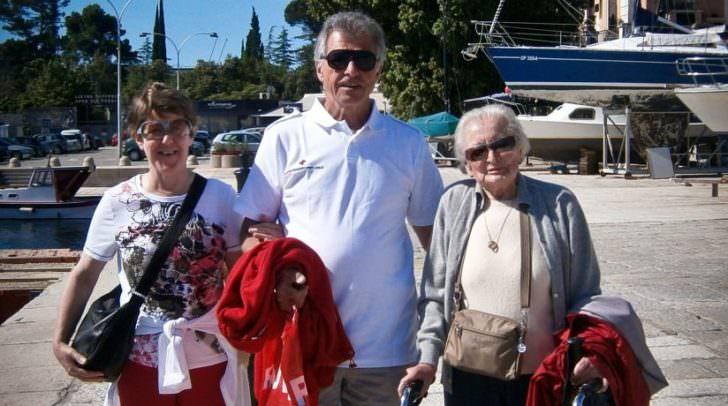 Menschen, die im Alltag Hilfe benötigen haben durch das Rote Kreuz die Möglichkeit zu verreisen