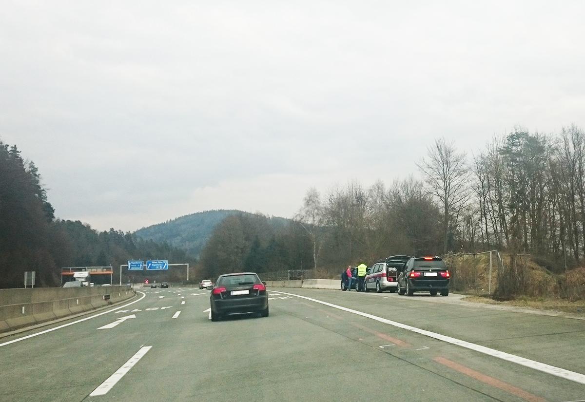 Polizeikontrolle A2 Autobahn / Symbolfoto
