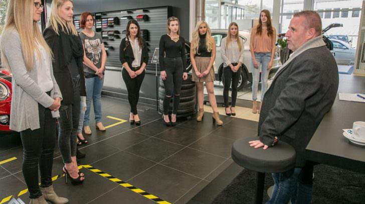 Die Miss Kärnten Wahl Kandidatinnen trafen sich bei Auto Frey mit Sponsoren und Missen-Macher Erich Weber