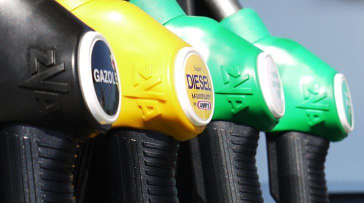 Der Vergleich beim Tanken lohnt sich. Grundsätzlich wird der Sprit vor Ostern teurer, aber wir Tanken trotzdem billiger als im Vorjahr.