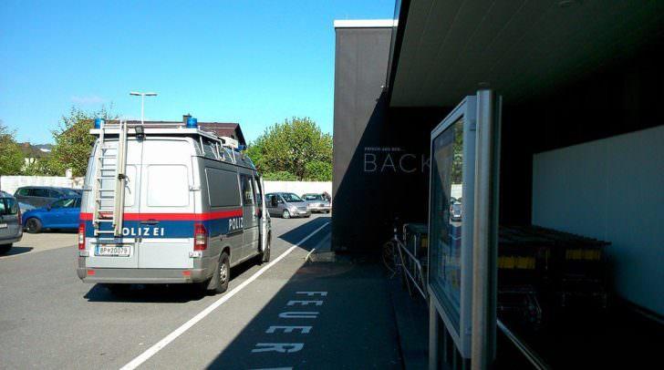 Ein Foto welches uns ein Leser übermittelt hat. Ein Anruf bei der Polizei konnte die Situation klären – Es handelte sich um einen PKW-Schaden.