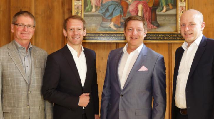 Bürgermeister Günther Albel mit Stadtrat Andreas Sucher mit ihren Regensburger Kollegen Oberbürgermeister Joachim Wolbergs und Wirtschaftsstadtrat Dieter Damminger.