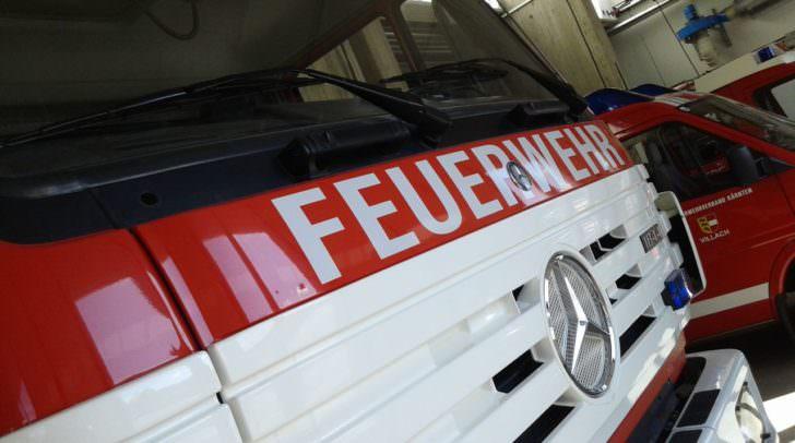 Das Auto wurde von der FF Velden geborgen