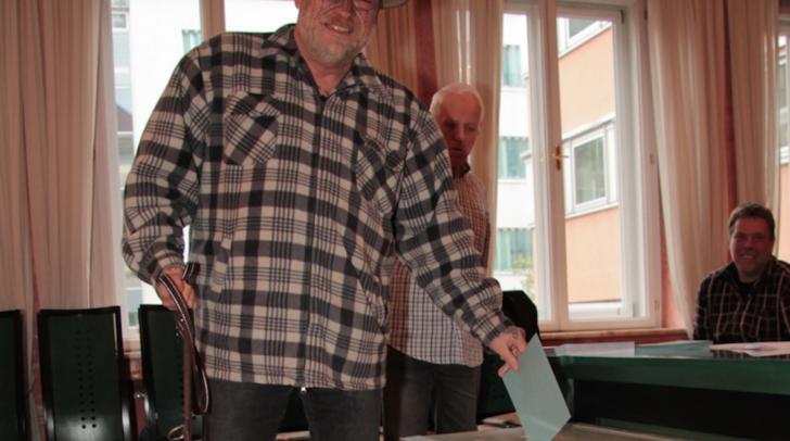 Stimmabgabe im Wahllokal Standesamtplatz Villach: Auch in Villach Stadt lag Hofer mit knapp 40% überlegen vorne.