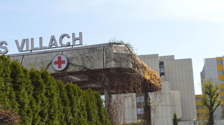 Der verletzte Schüler und der 20-jährige Feldkirchner mussten beide von der Rettung ins LKH Villach gebracht werden.