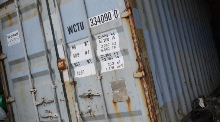 Mittels Flex verschafften sich die Täter Zugang zum Baucontainer.