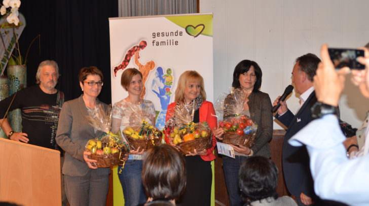 LHStv.in Prettner und Bürgermeister Kattnig mit den St. Jakober Gesundheitsprofis bei der Eröffnung der Gesundheitstage