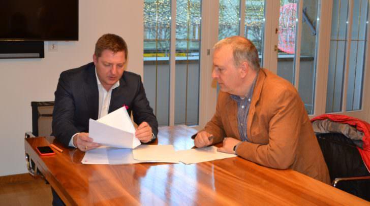 Bürgermeister Günther Albel und Stadtpolizeichef Erich Londer sagen dem aggressiven Betteln in Villach erfolgreich den Kampf an.