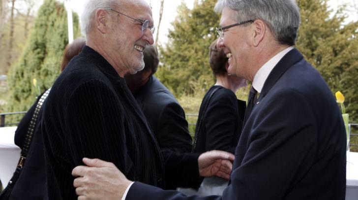 Der ausgezeichnete & geehrte Künstler Valentin Oman und mit Landeshauptmann Peter Kaiser