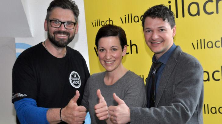 Stadtrat Mag. Peter Weidinger (rechts) freut sich mit Tici Kaspar und Wolfgang Stani auf die Veranstaltung auf dem Villacher Wochenmarkt.