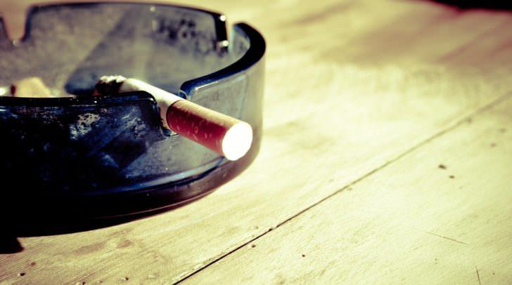 Die Feffernitzerin hätte vor der Ankunft ihres Busses noch gerne ein einzelne Zigarette geraucht und versuchte ihr Glück in einem Café in der Nähe.
