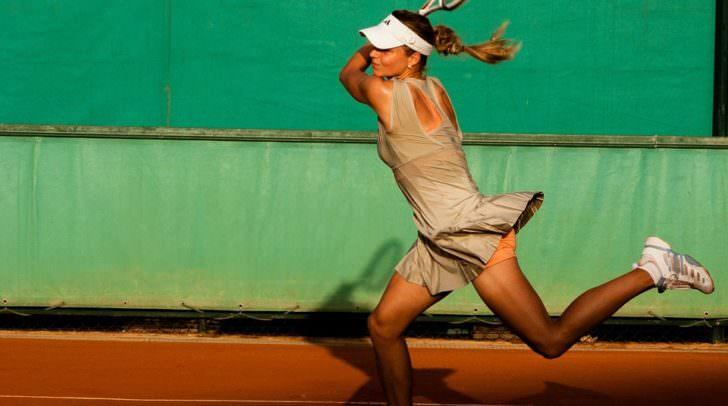 tennis-player-1246768_960_720