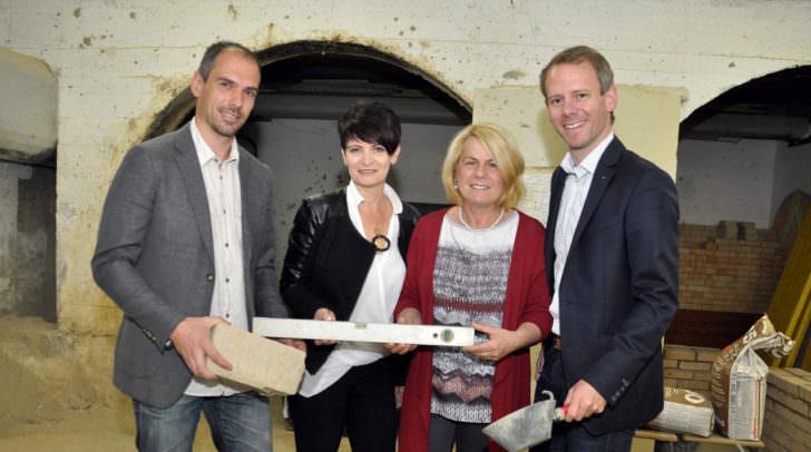 v.r.: Stadtrat Dipl.-Ing. (FH) Andreas Sucher,  Vizebürgermeisterin Mag.a Gerda Sandriesser,  Alice Wilding (Pädagogin), Direktor Michael Eder, BEd