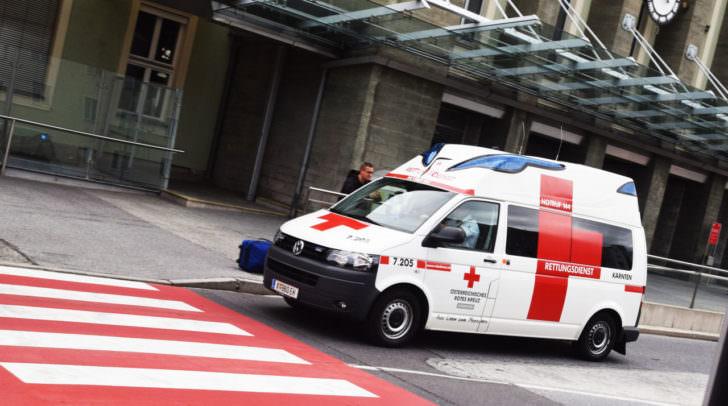 Die beiden leicht verletzten Klagenfurter wurden von der Rettung in das Klinikum Klagenfurt gebracht.