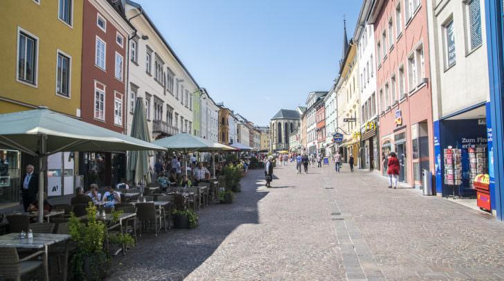 Bäume auf dem Hauptplatz zu pflanzen sei, wegen unterirdischen Leitungen nicht möglich. Trotzdem soll die Villacher Innenstadt grüner werden.