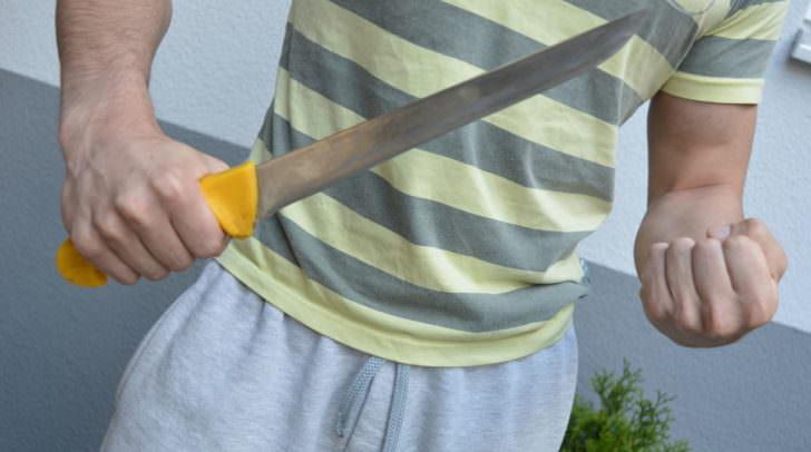 Mit einem 30 Zentimeter langen Messer bedrohte heute ein Vater seinen eigenen Sohn.
