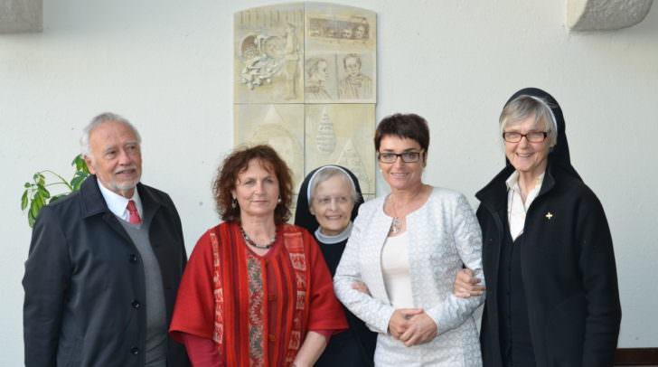 Prof. Peter Gstettner der den Festvortrag hielt, Künstlerin Nežika Novak, Schwester Andreas Weißbacher, LHStv.in Beate Prettner, Schwester Pallotti Findenig
