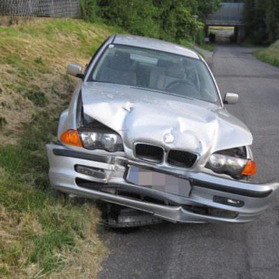 Das Unfallfahrzeug in der Totalen