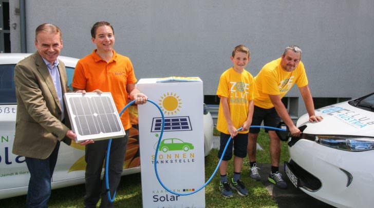 v.l.n.r.: Bürgermeister Ferdinand Vouk, Kärnten Solar-Geschäftsführer Michael Jaindl, Raphael Ablinger, ZOE Treffen-Organisator Thomas Feck-Melzer