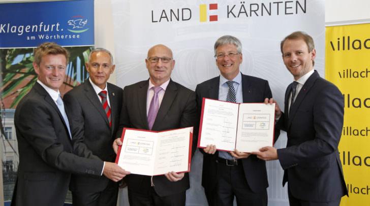 Arno Arthofer, Jürgen Pfeiler, Bogdan Gabrovec, LH Peter Kaiser ind Andreas Sucher mit dem Letter Of Intents für die Zusammenarbeit mit Slowenien