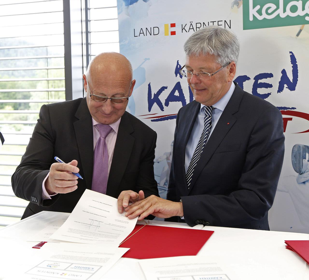 LH Peter Kaiser mit Bogdan Gabrovec, Präsident slownisches Olympiakomitee beim Unterzeichnen des Letter Of Intents