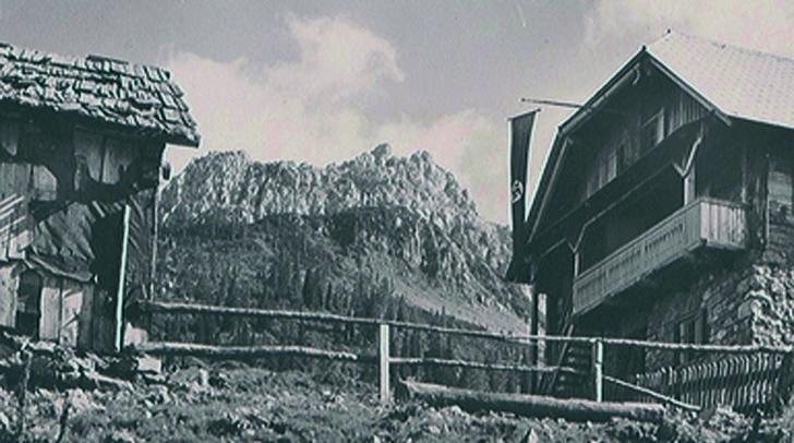 Beflaggter Gailtaler Bauernhof