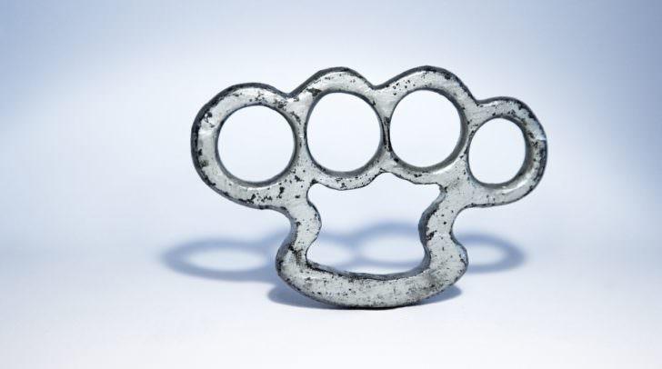 brass-knuckles-1258994_1920