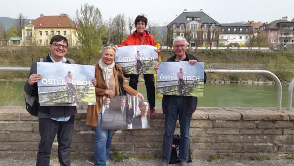 Sabine Schautzer unterwegs für die Wahl von Alexander Van der Bellen