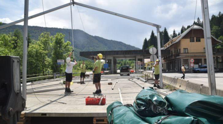 Die ersten Zelte stehen bereits bereit oder werden aufgebaut