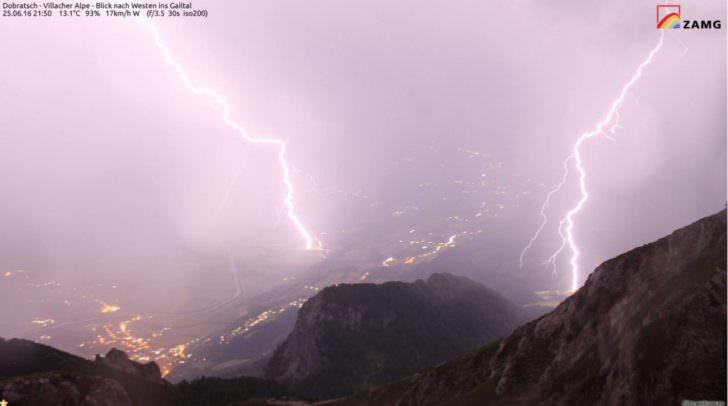 #Blitz & Donner über Villach: Und so sieht das Wetter von oben aus: