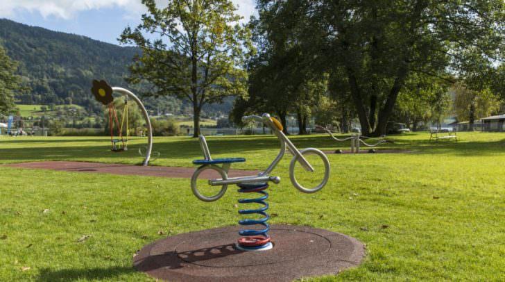 Durch den Verzicht auf Glyphosat sollen Kärntens Parks und Spielplätze noch schöner und gesünder werden.