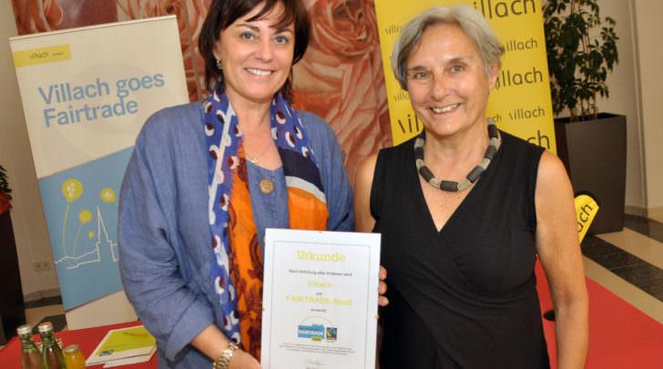"""Vizebürgermeisterin Dr.in Petra Oberrauner und Traude Novy, Sprecherin und Vorstandsmitglied von """"Fairtrade-Österreich""""."""