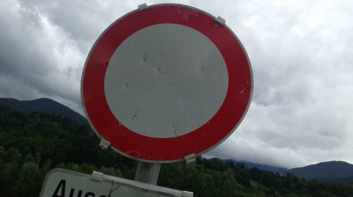 Schild Verbot