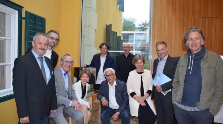 Peter Kloo, DI Kopeinig, Hartwig Wetschko, LHStv.in Gaby Schaunig, Roland Gruber (hinten), Matthias Rothdach (hinten), Elsa Brunner (vorne), Günther Koberg (vorne), Bgm. Vouk, Peter Arlt.
