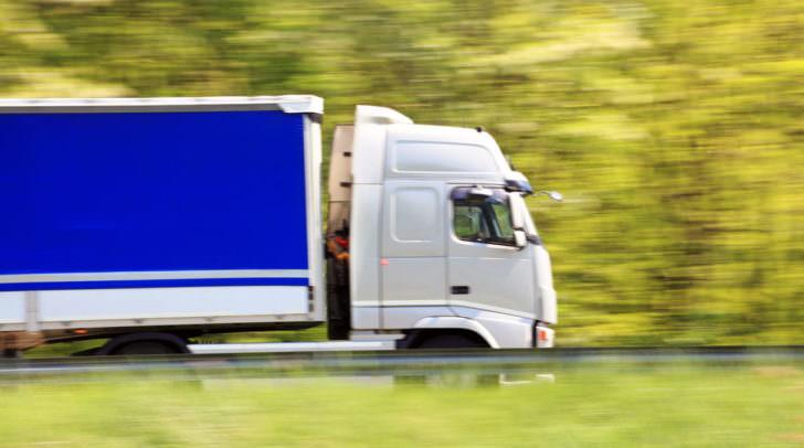 Personen kamen bei dem Vorfall nicht zu Schaden. Ein durchgeführter Alkomatentest beim LKW-Fahrer verlief negativ.