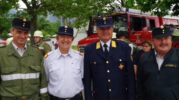 Landesbranddirektor Josef Meschik (2.v.rechts) war auch vor Ort