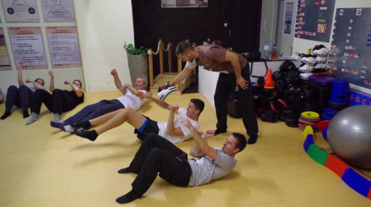 Bauchmuskeltraining gehört auch beim Kung Fu dazu
