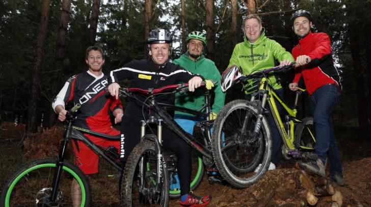 Sportreferent Stadtrat Andreas Sucher und Bürgermeister Günther Albel testeten bereits das neue Mountainbike-Übungsgelände am Kumitzberg.