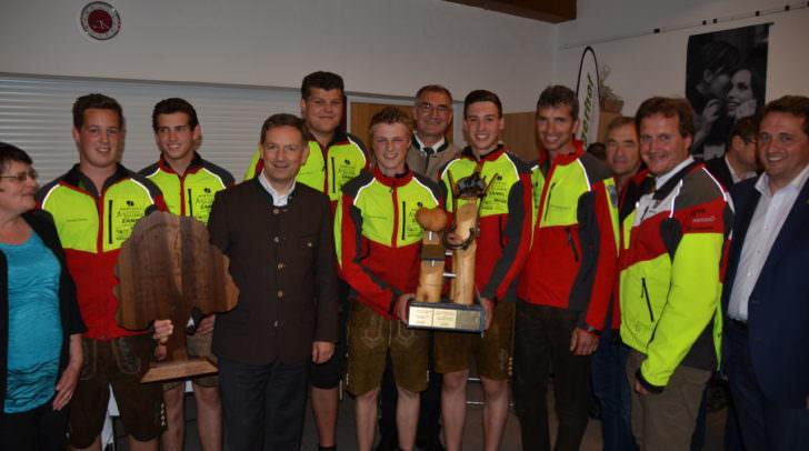 LR Christian Benger gratuliert dem Forst-Team der LFS Stiegerhof zum Sieg bei den Europameisterschaften der Waldwirtschaft