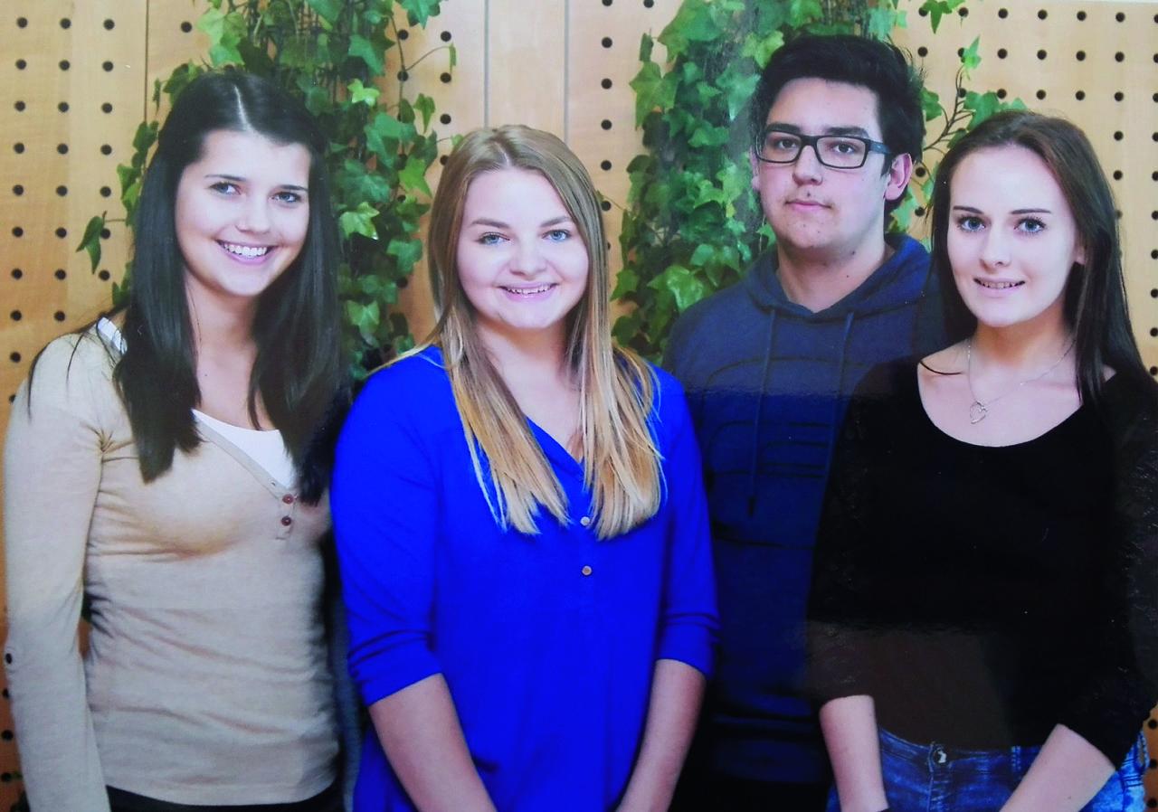 v.l.n.r: Fertala Kerstin, Berger Sarah, Greilberger Gregor (Projektleiter), Koller Selina