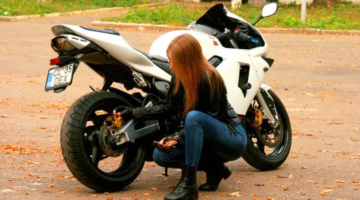 motorrad girl-1001872_960_720