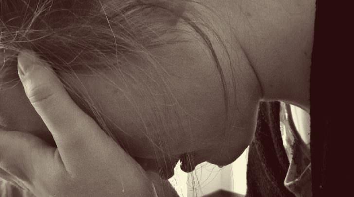 frau krankheit verzweiflung depression woman-1006100_960_720