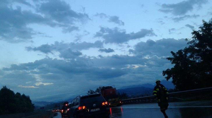 Die Feuerwehr im Einsatz naheder Unfallstelle.